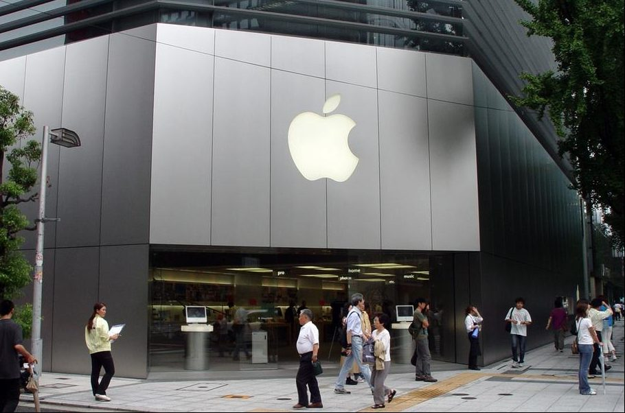 Apple starts offering iPhone-made apps in Russia