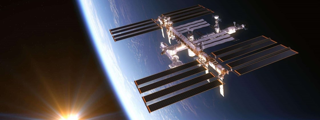 NASA Shows 11 ISS Astronauts Gathered for Dinner