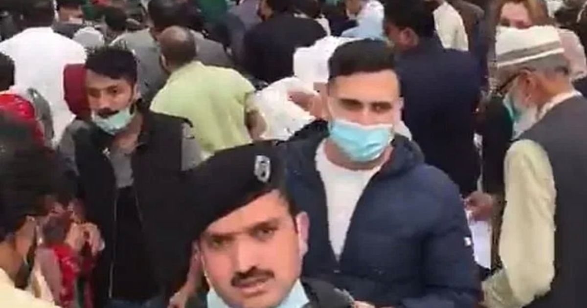 Chaos at airports in Pakistan as hundreds race to UK before 'red list' deadline