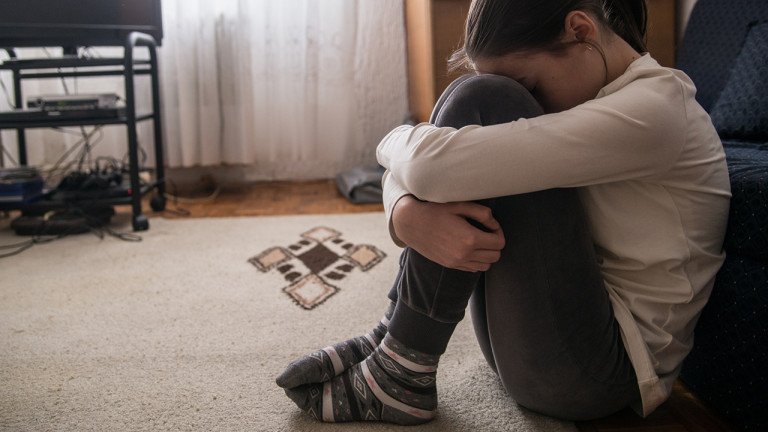 Depression In Children Due To Lack Of Attention, TV And Internet Can Get Suicide Option