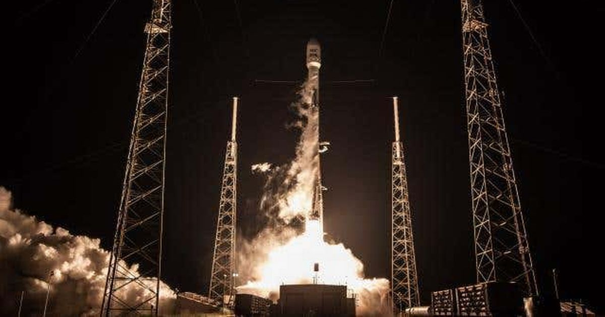 Elon Musk's SpaceX to build lander to take first woman to moon