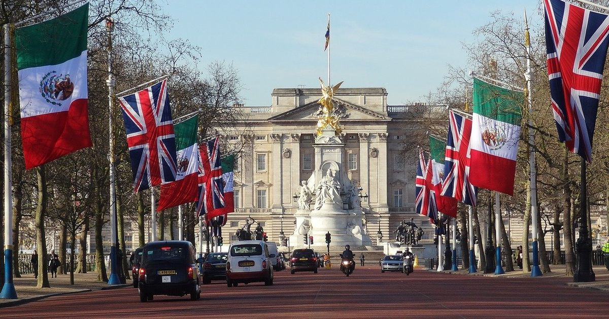 Man charged with trying to get into Buckingham Palace with knife