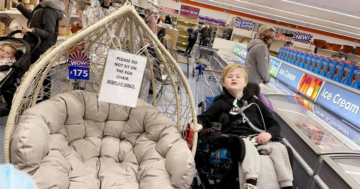 Mum of terminally ill boy moved to tears by kindness of B&M staff