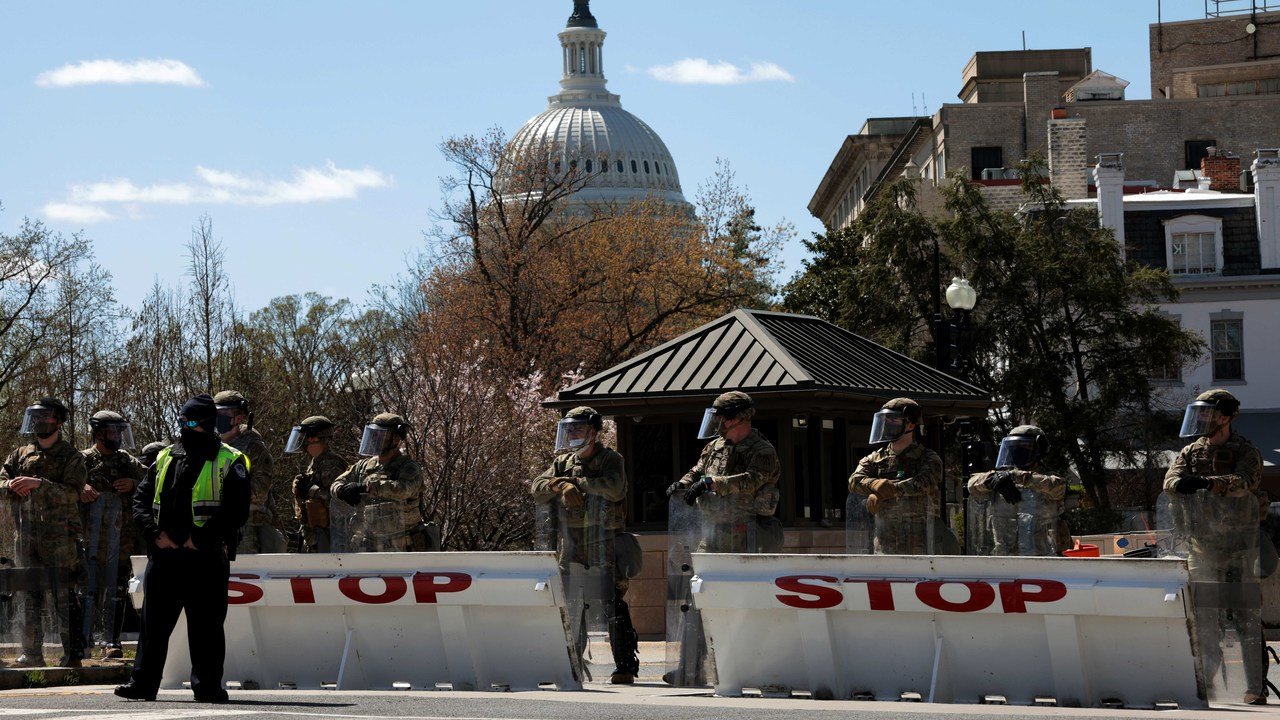 One police officer, suspect dead after Capitol car attack