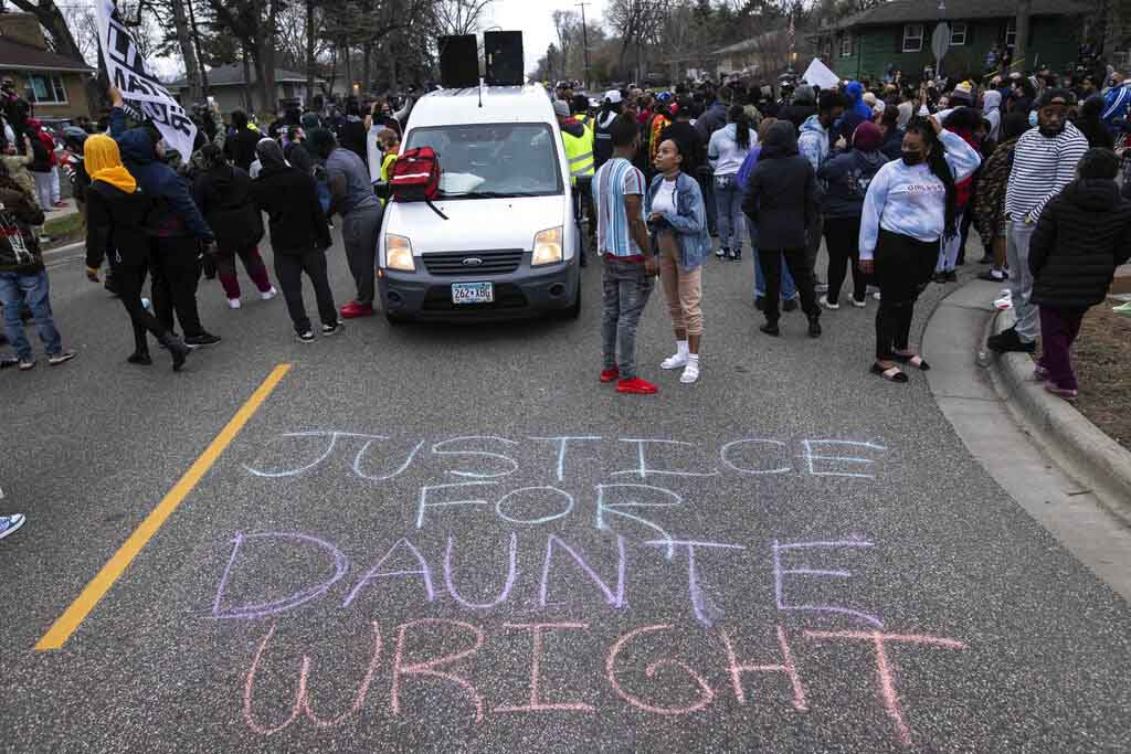 Police chief says officer who shot Daunte Wright intended to use taser