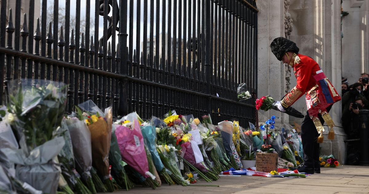 Royal Family urge public to to stay home in paying respects to Prince Philip