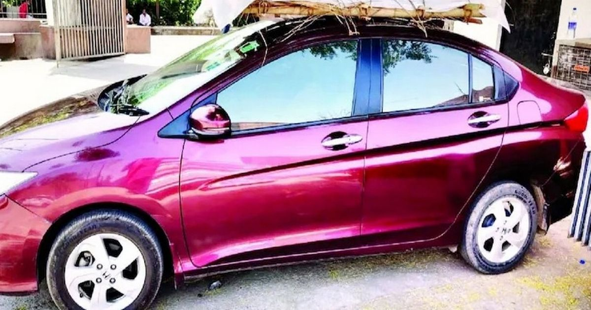 Son ties dad's body to car roof to reach crematorium during India's Covid crisis