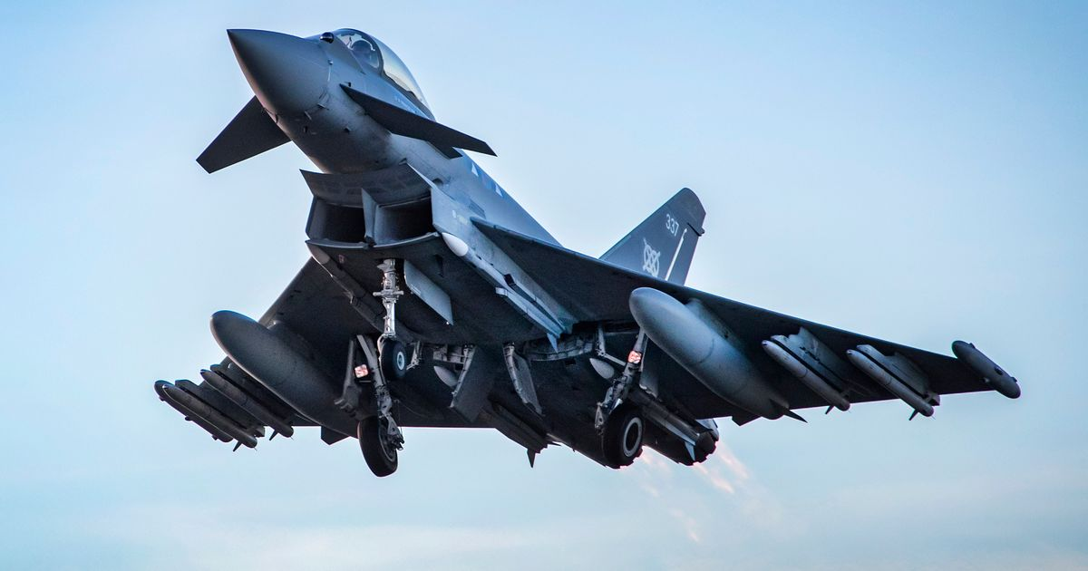 UK issues Russia demand and deploys jets amid invasion fears