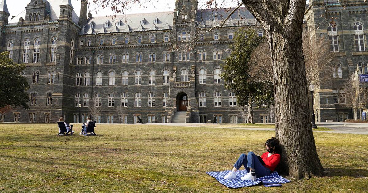 U.S. eases COVID-19 restrictions on Chinese students