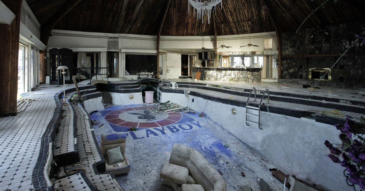 World's creepiest abandoned mansions let to rot after murders and 'ghost visits'