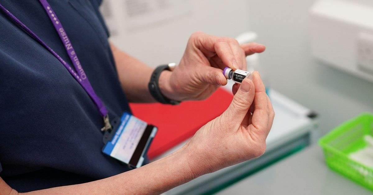 People aged 32 and 33 can now book Covid vaccines