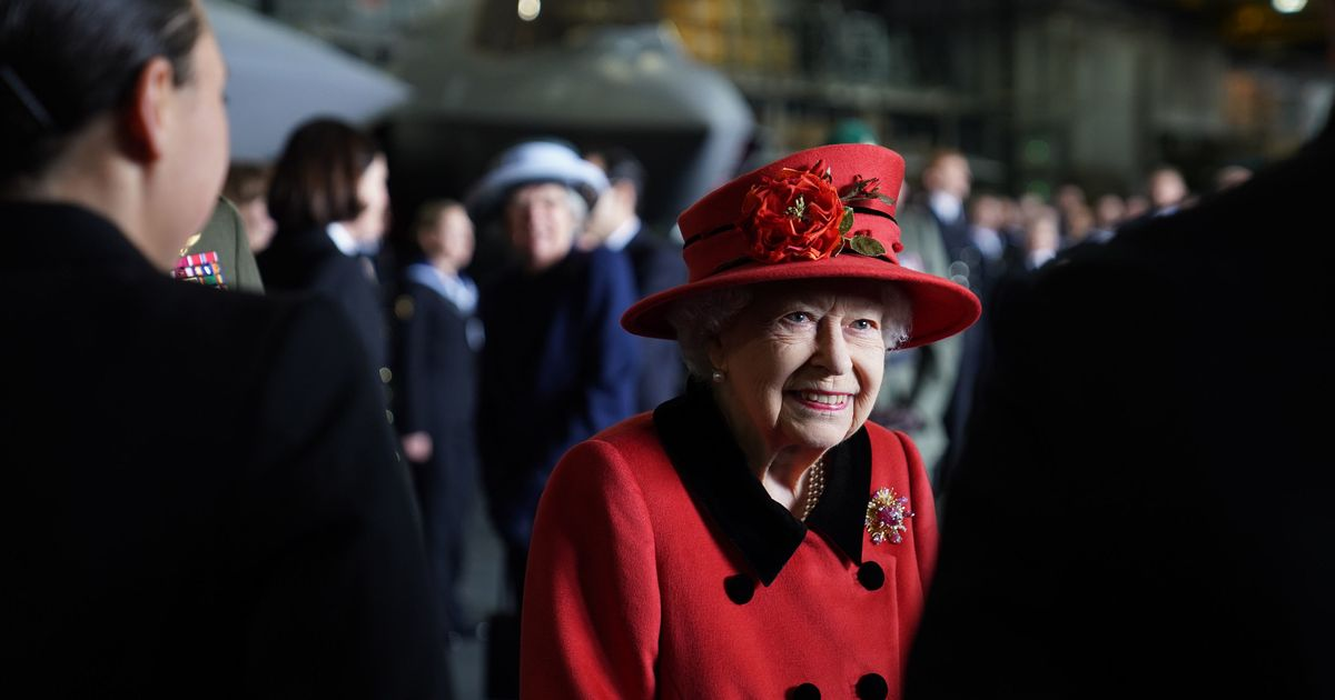 Queen visits Navy namesake that will make point to China