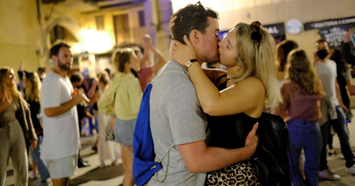 Street parties in Spain as couples kiss and hundreds dance to mark lockdown end