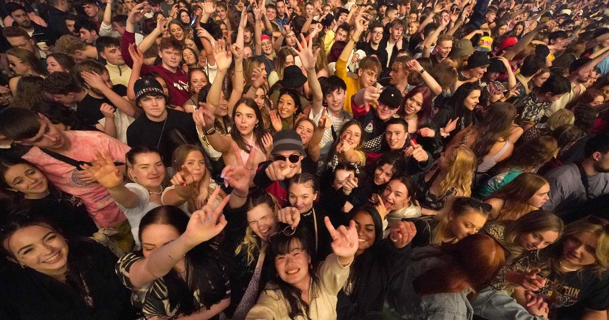 Thousands attend UK's first big gig with no social distancing