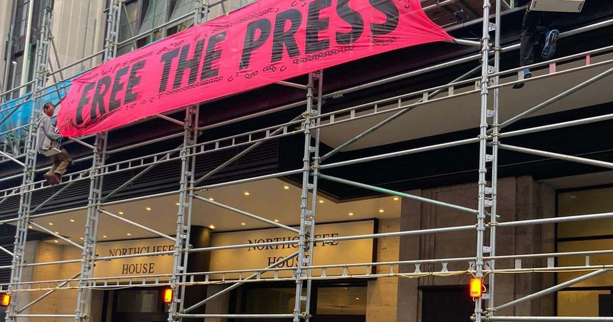 'Free the press' protestors dump manure outside national newspaper offices