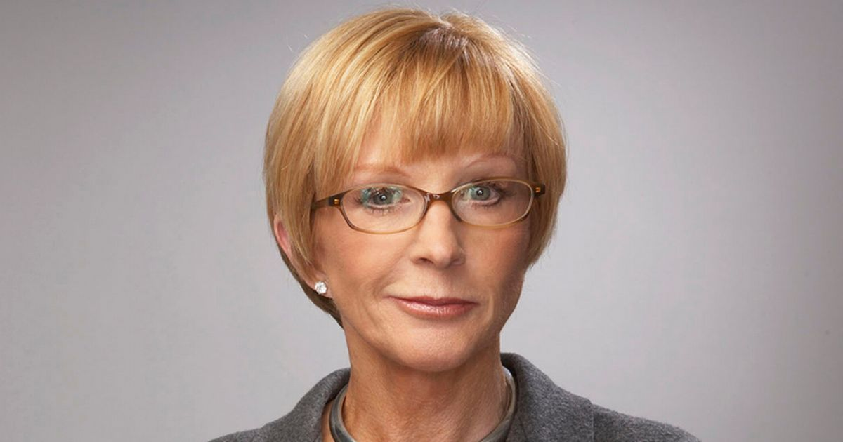 Anne Robinson loses tough persona as new Countdown host