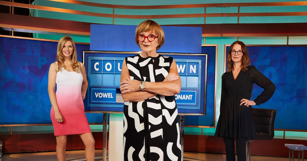 Anne Robinson puts Countdown contestants at ease as new host