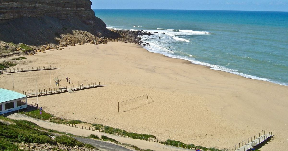 British man dies while trying to save two daughters off Portugal beach