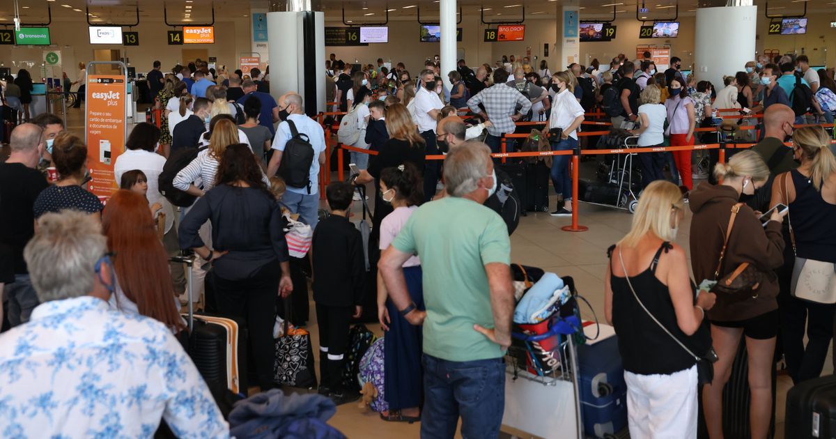 Panicked Brits crowd into Faro airport to get home before needing to quarantine