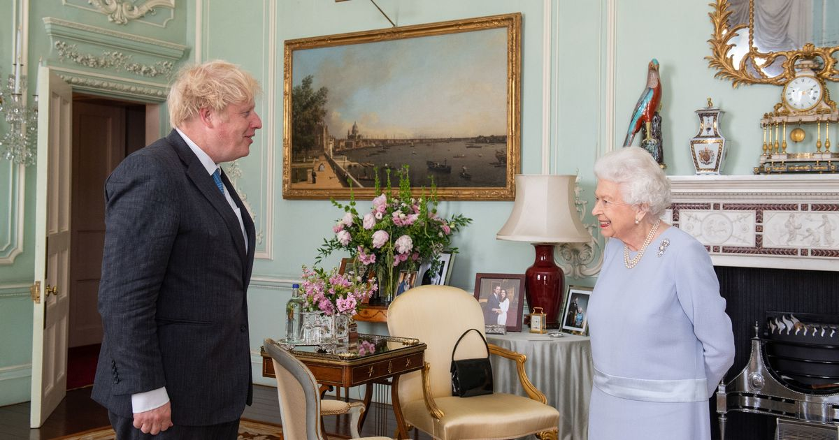 The Queen's 'snub' to Harry and Meghan in royal photos at Buckingham Palace
