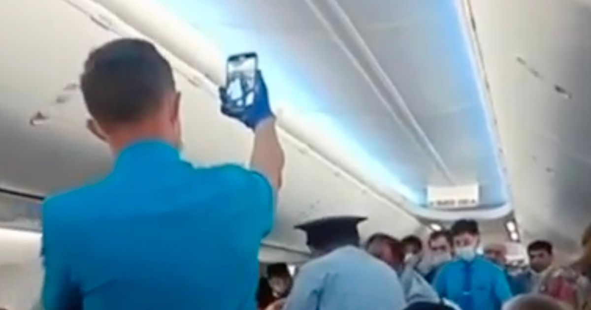 Anti-masker hauled off budget airline after refusing to cover his face