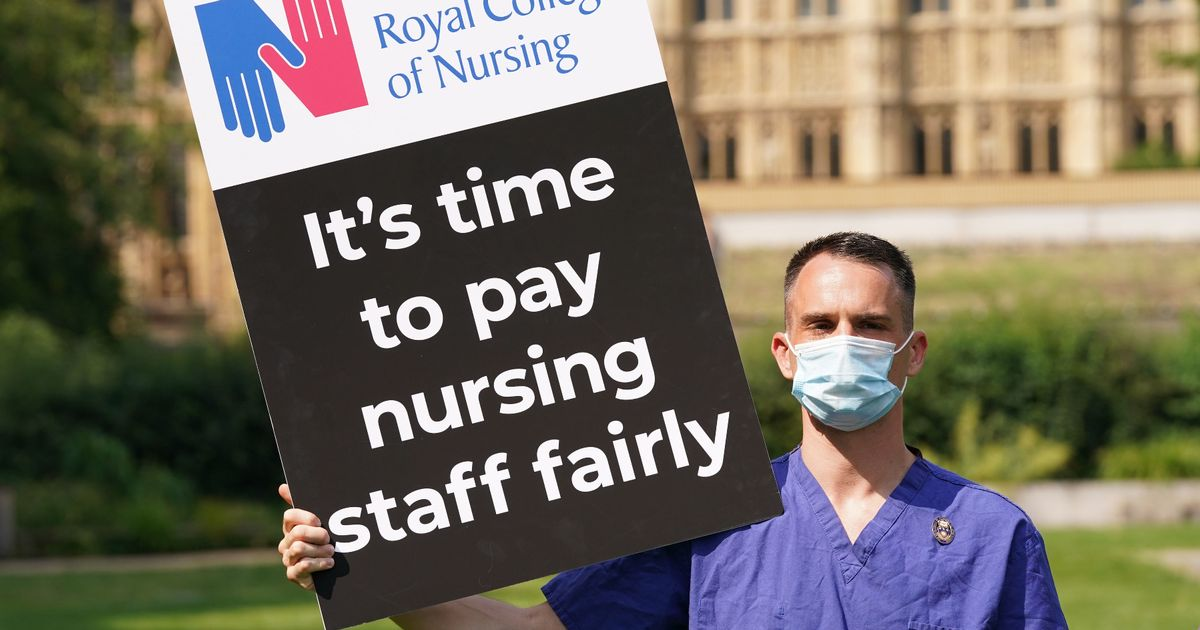 England NHS workers offered 3 per cent pay rise by Government