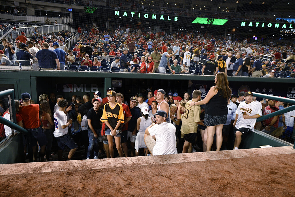 Padres-Nats game suspended after shooting outside stadium