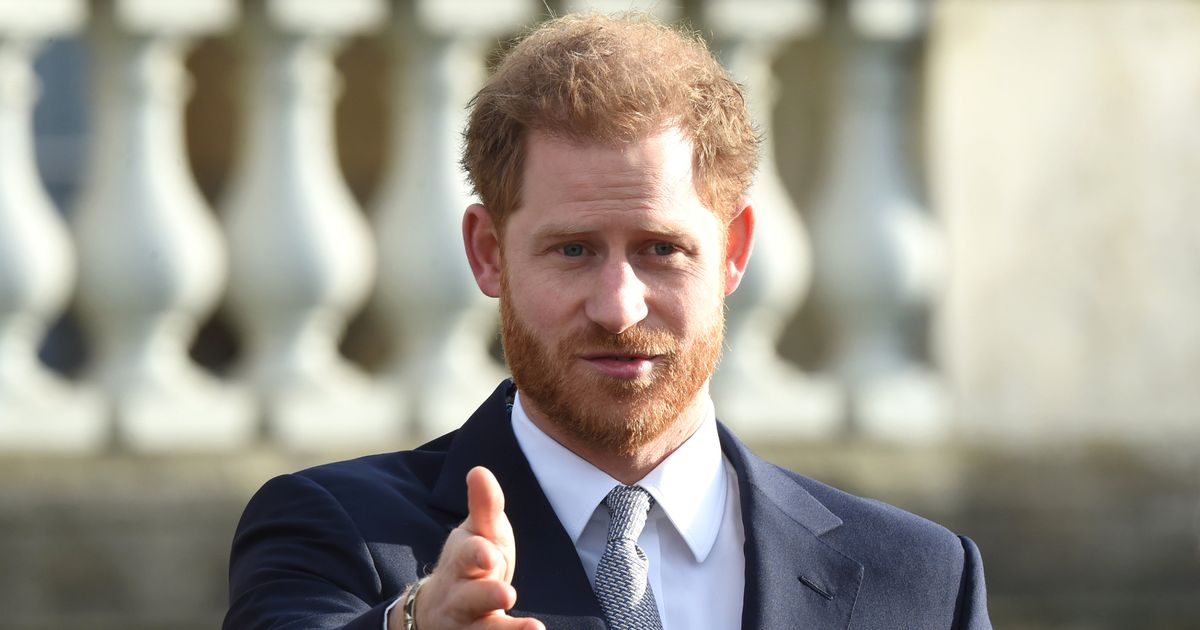 Prince Harry spotted on his way back to US as he returns to Meghan Markle