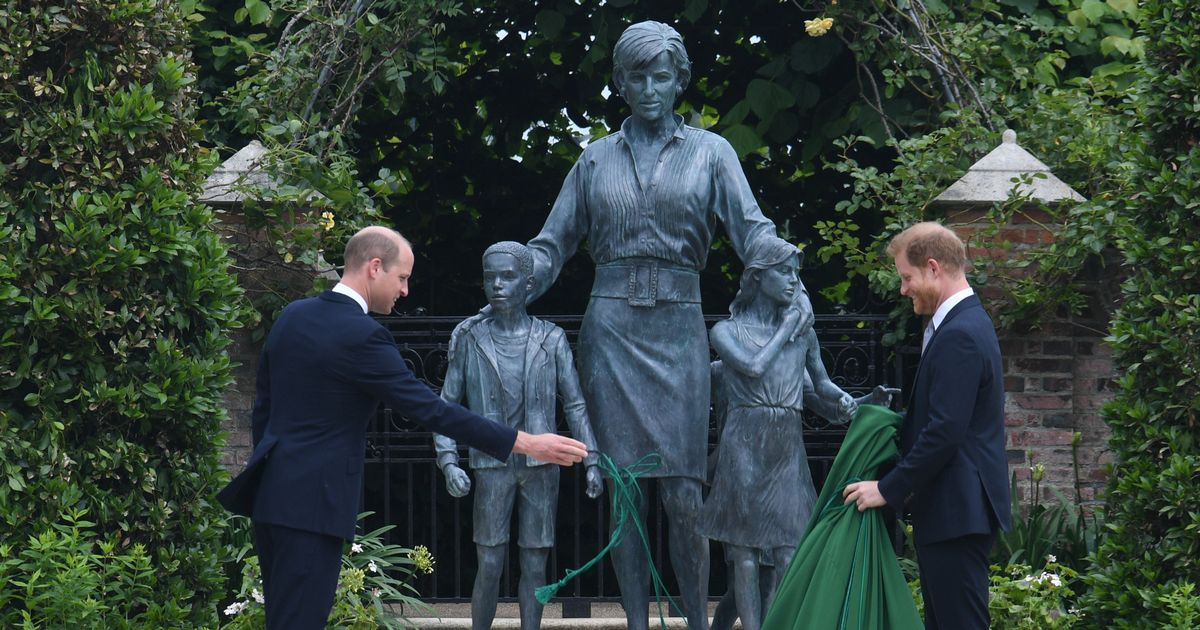 Prince Harry's first reaction to Princess Diana statue revealed by lip reader