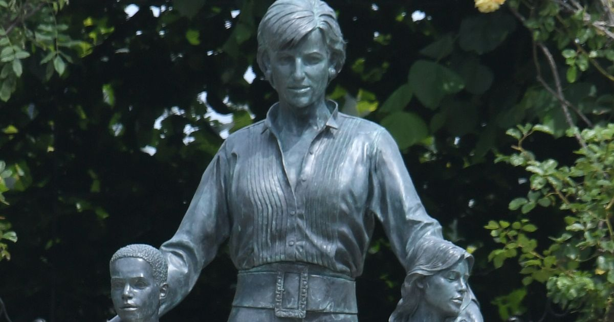 Princess Diana fans baffled over one detail of new statue