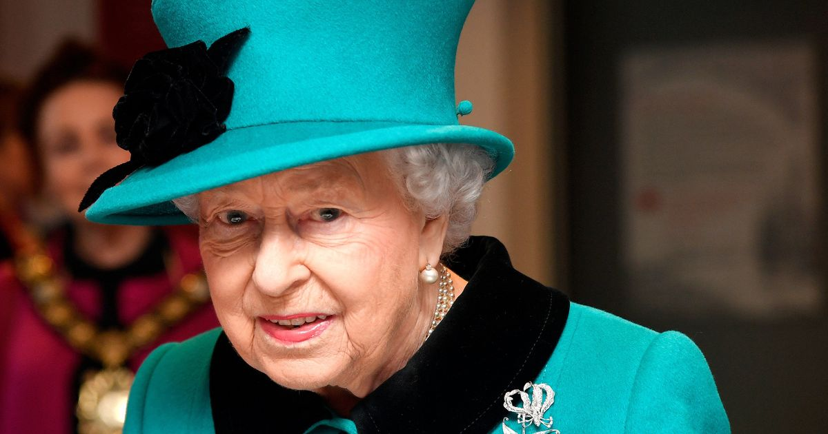 Queen gives the whole NHS the George Cross for heroism