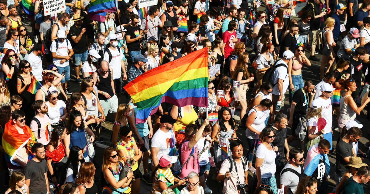 Thousands march in Hungary Pride parade to oppose anti-LGBTQ law