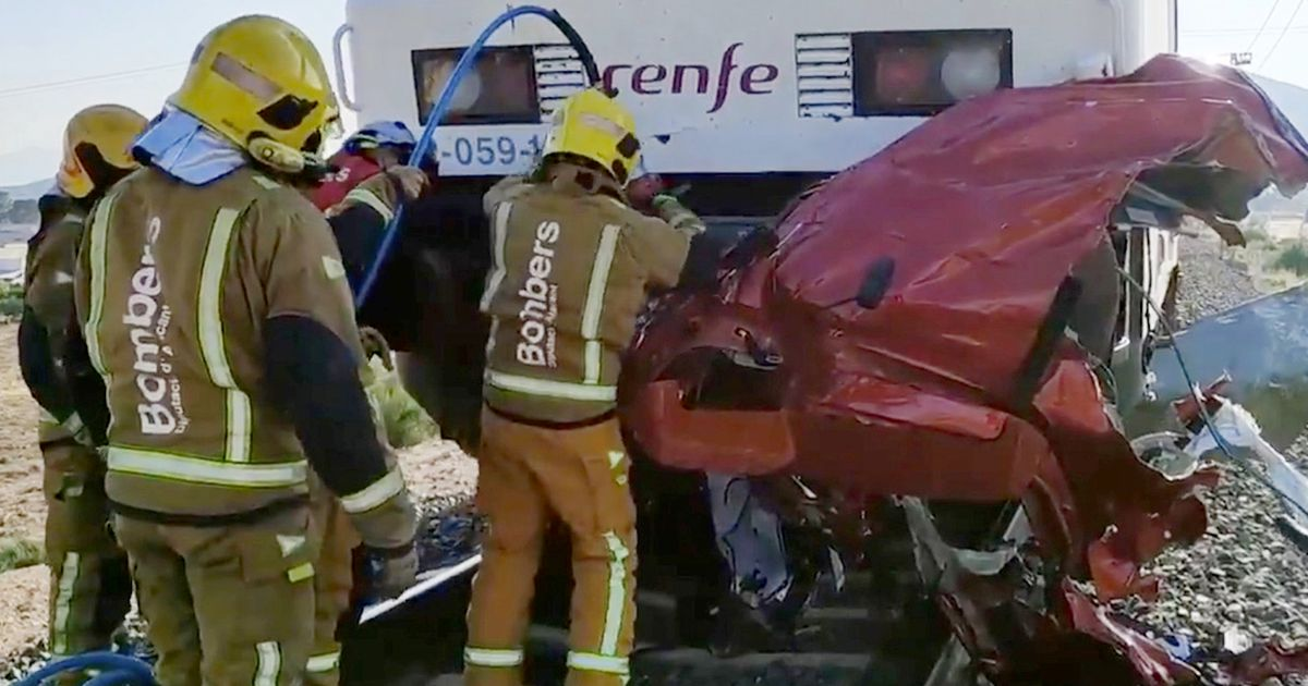 Three women and child die after car hit by high-speed train in Costa Blanca