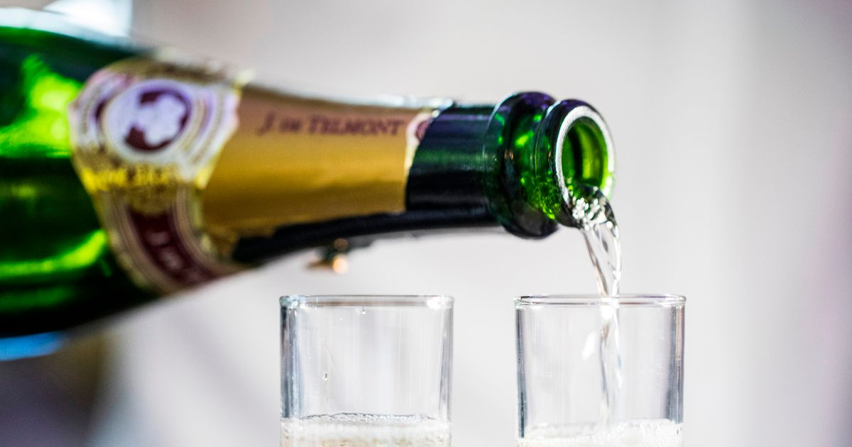 Company paying people to taste test prosecco for an entire month