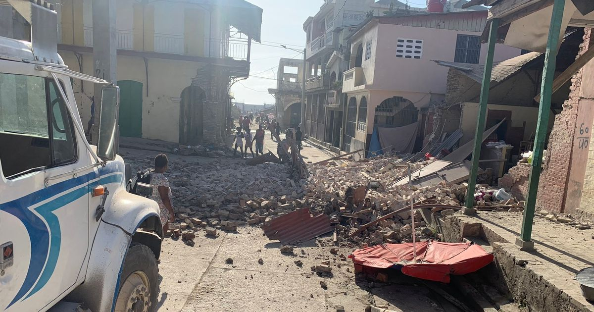 Haiti earthquake: At least 304 dead and hundreds more missing after devastating tremor