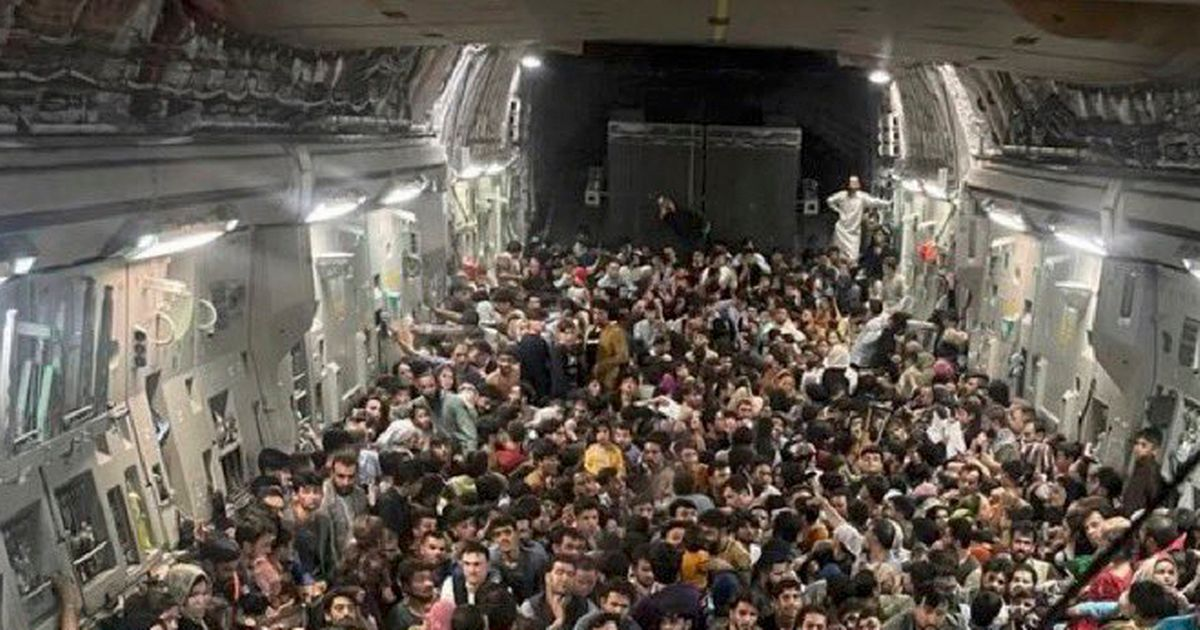 Heart-wrenching moment 640 Afghan refugees crammed into US jet with seconds to spare