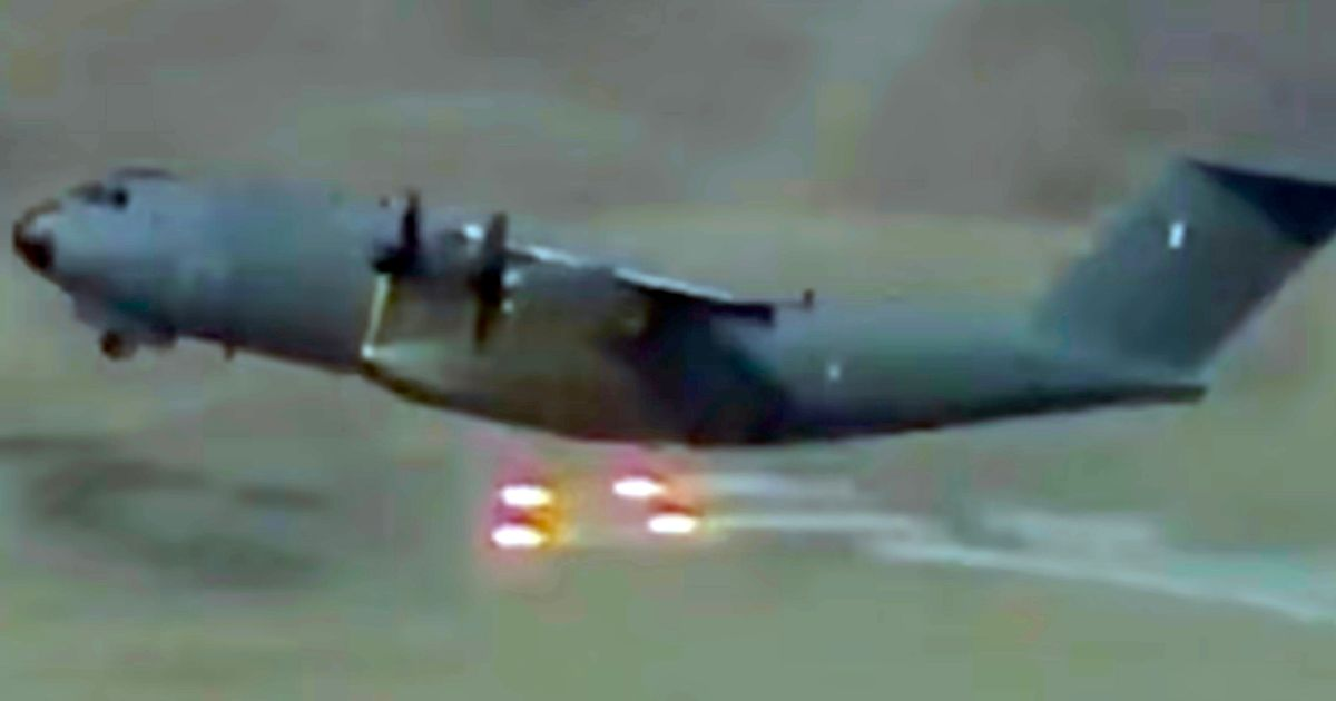 Kabul airport: Military planes evacuating Afghans drop flares amid missile attack fears