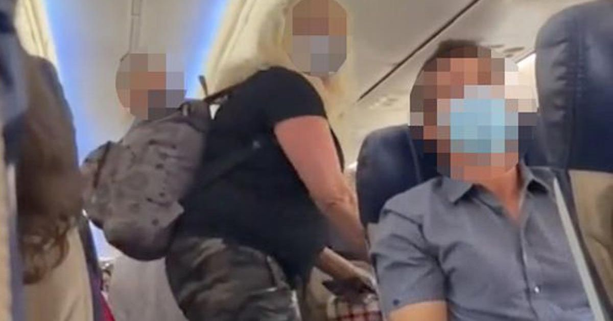 Mum and daughter kicked off flight 'after yelling at passengers to give up aisle seats'