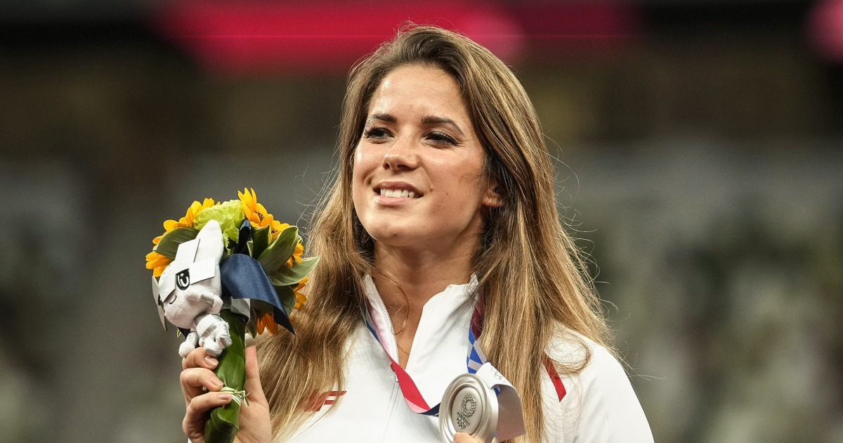 Olympian auctions off medal to pay for toddler's heart operation