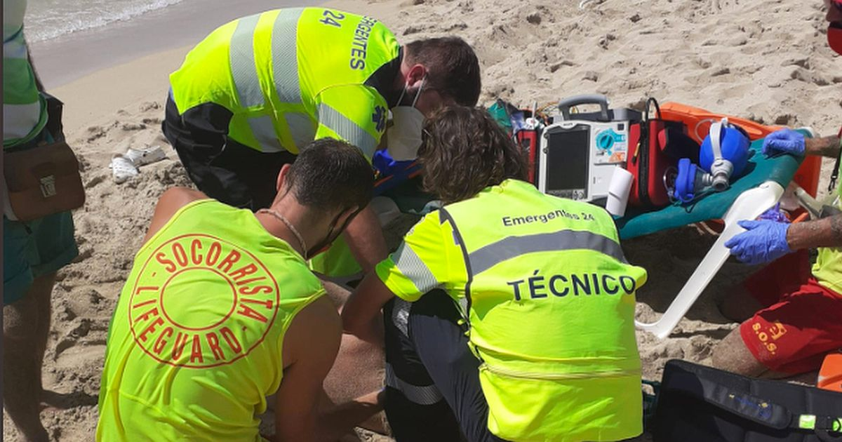 Woman being attended by Lifeguards after the fish bite