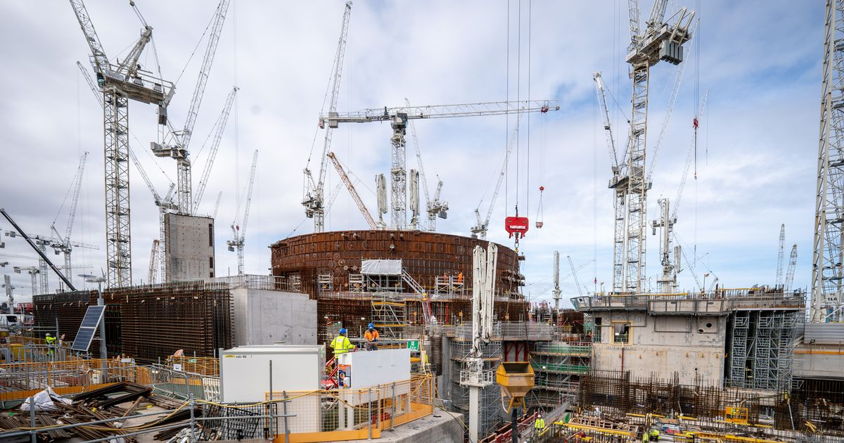 22,000 people across Britain working on Hinkley Point C power station