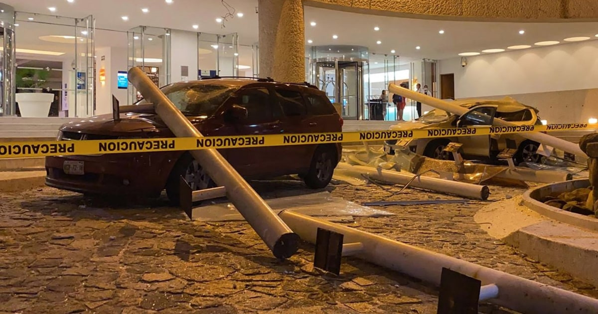7.0-magnitude earthquake strikes Mexico; buildings sway in capital