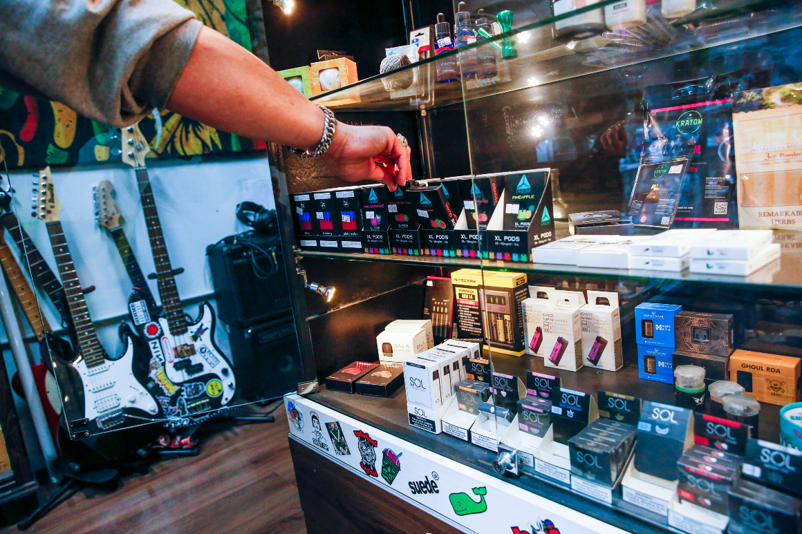 FDA nears day of reckoning on e-cigarettes