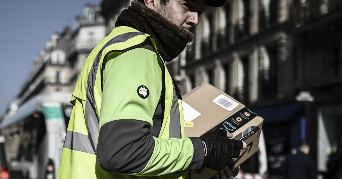 France goes after Amazon's books business
