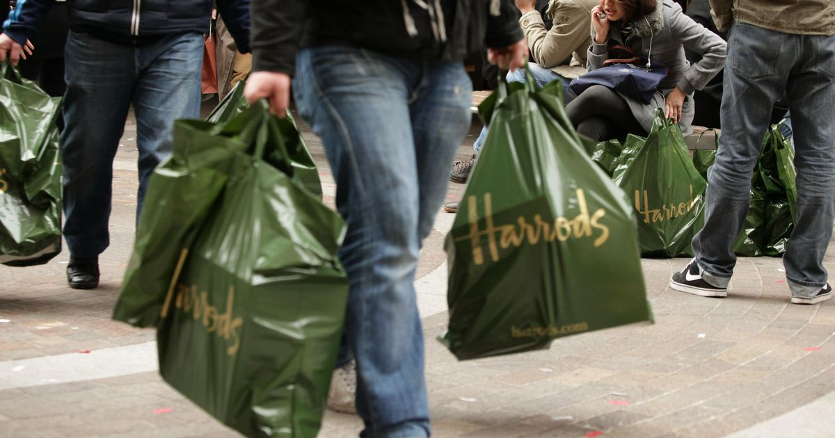 Harrods to axe iconic green and gold plastic carrier bags