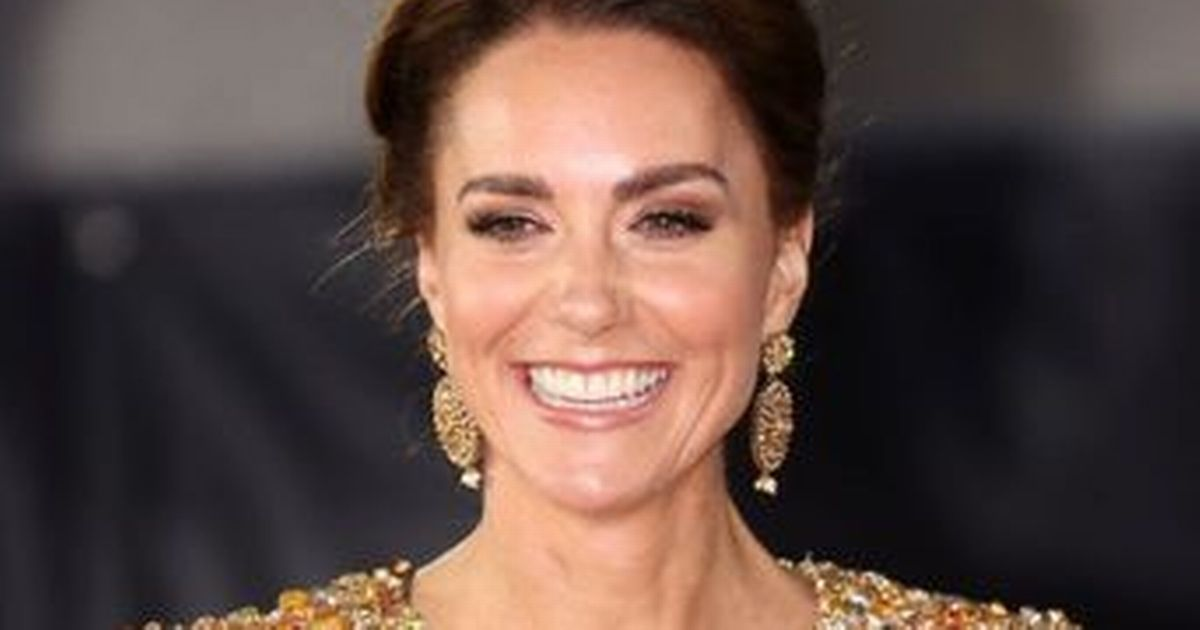 Kate's dazzling dress earns compliment from Daniel Craig at Bond premiere