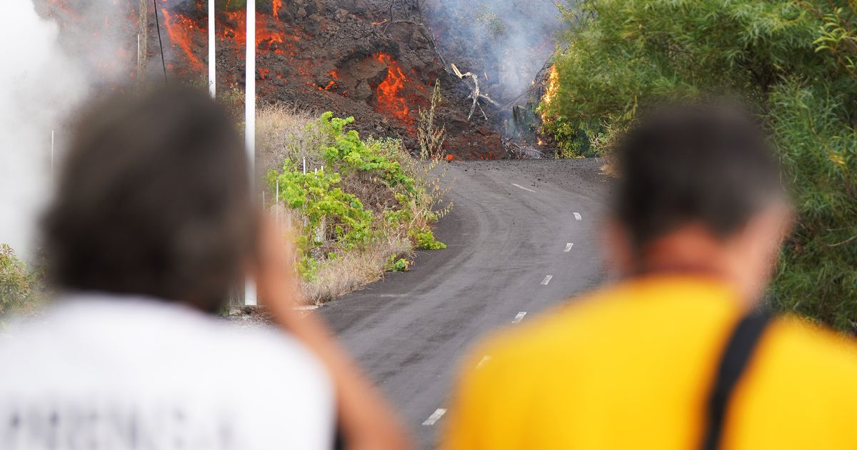 La Palma volcano eruption: Terrified families given just hours to flee burning lava