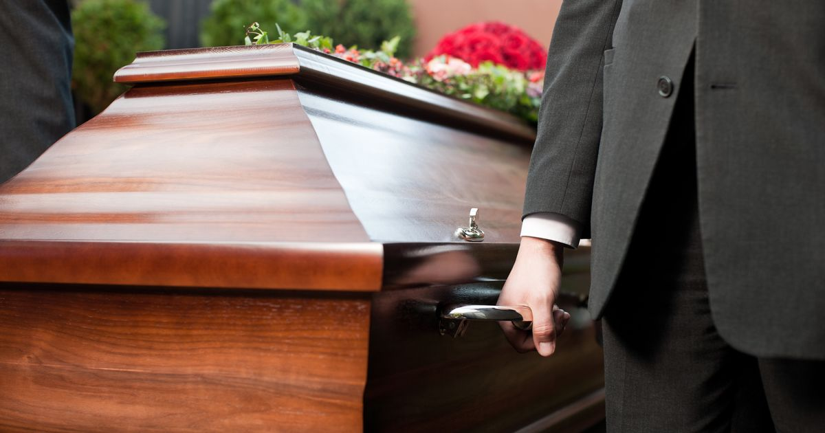 Mum shamed over husband's 'inappropriate' funeral outfit