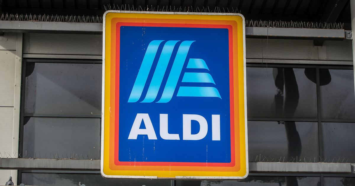Mum with sick toddler surprised by kind employee at Aldi checkout