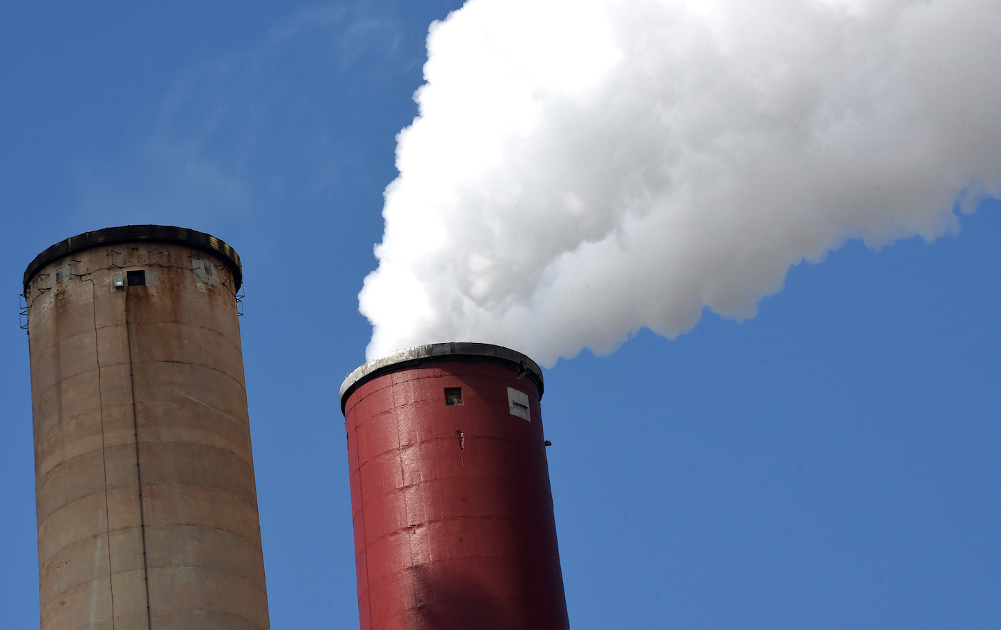 Progressive Democrats Set Out to Defund the Fossil Fuel Industry